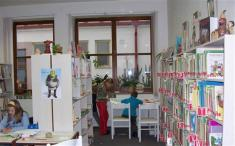 ..........výroba barevných řetězů děti velmi zaujala.........